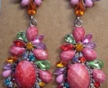 brincos com pedras coloridas 4