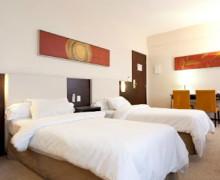quarto de solteiro com duas camas 3