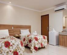 quarto de solteiro com duas camas 6