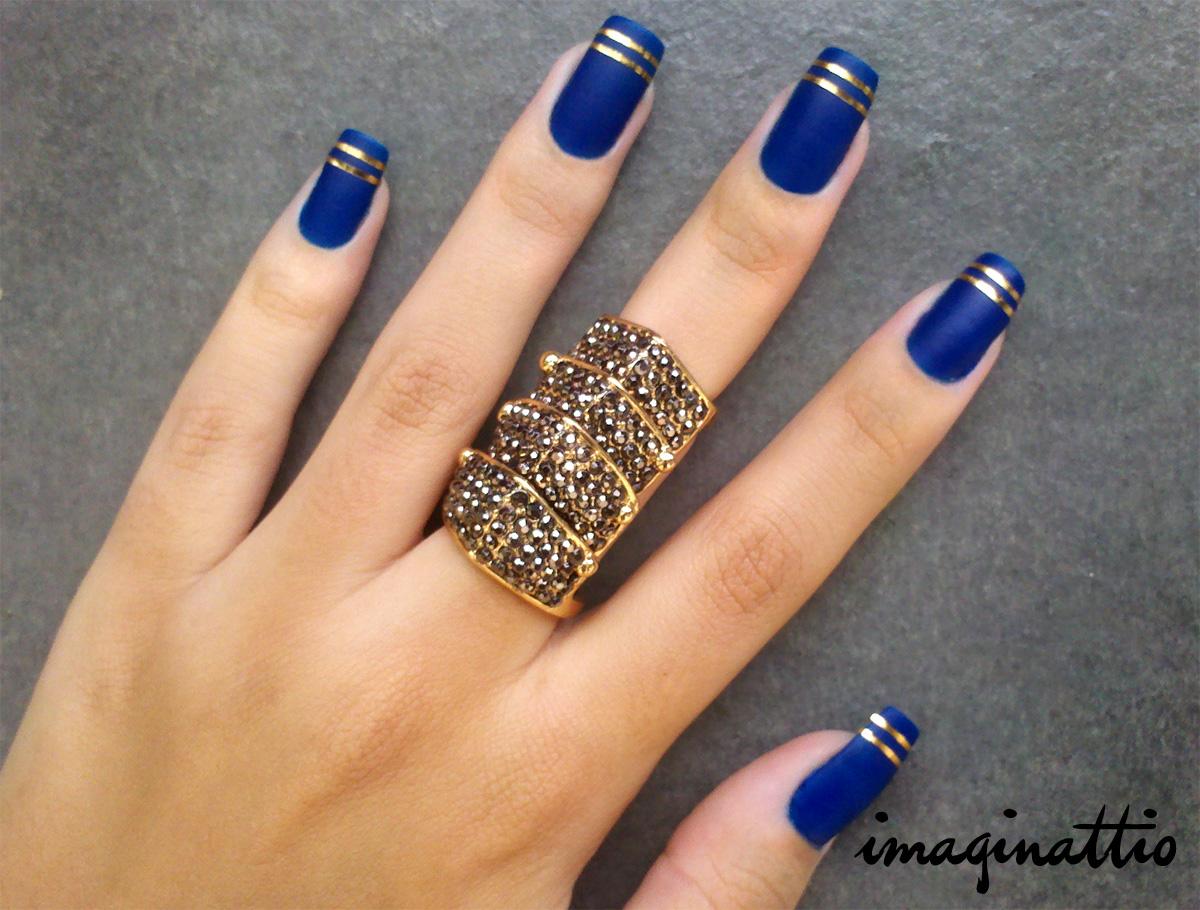 Маникюр синий с золотом на короткие ногти дизайн
