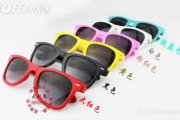 oculos de sol coloridos na moda 4