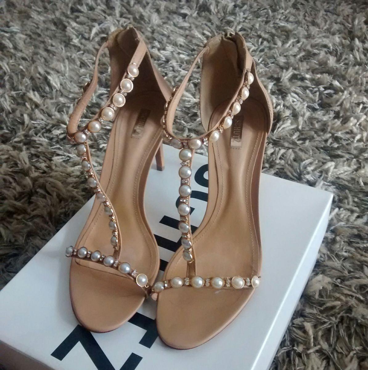f4b738f6ec Sandálias com pérolas  na moda