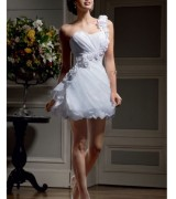 vestido de noiva curto um ombro